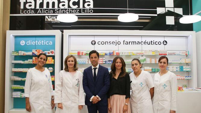 Equipo de profesionales al frente de farmacia TSL
