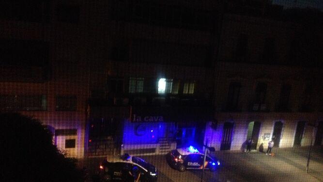 Llegada de vehículos de la Policía Nacional al lugar.
