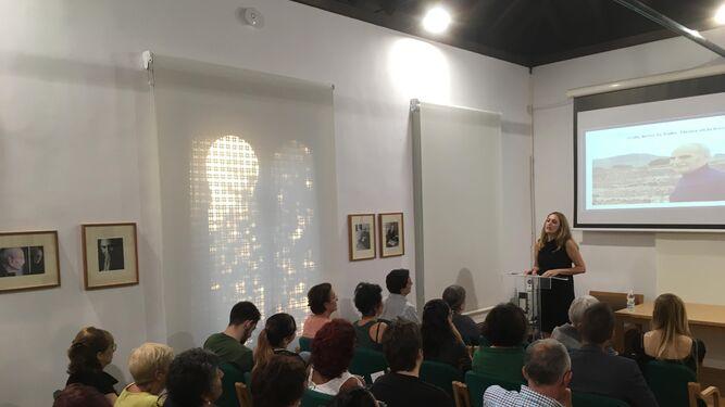 Carolina Castillo analiza la admiración de Ayala por la obra de Rulfo.