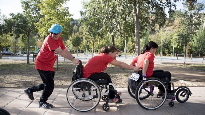 En la carrera participaron personas en silla de ruedas.