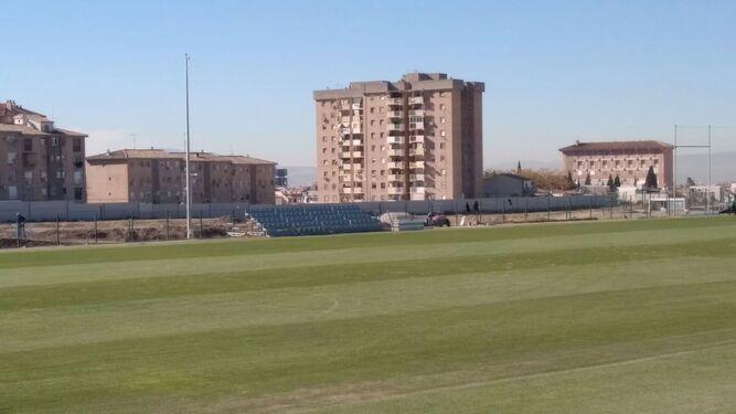 La grada colocada en la Ciudad Deportiva, en la mañana de ayer.