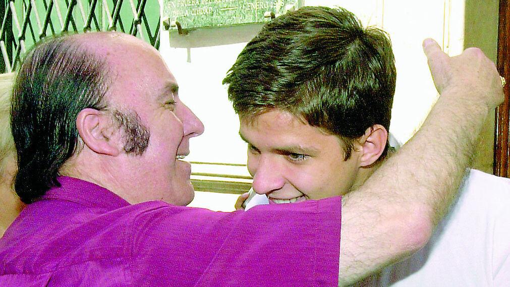 Chiquito saluda a El Juli en el año 2001