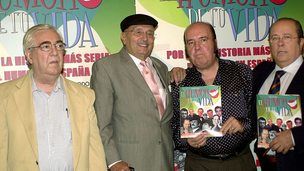 """Los  humoristas José Luis Coll, Tony Leblanc, Chiquito  de  la  Calzada  y Arévalo, durante la  presentación de  la  colección """"El  Humor de  tu vida"""""""