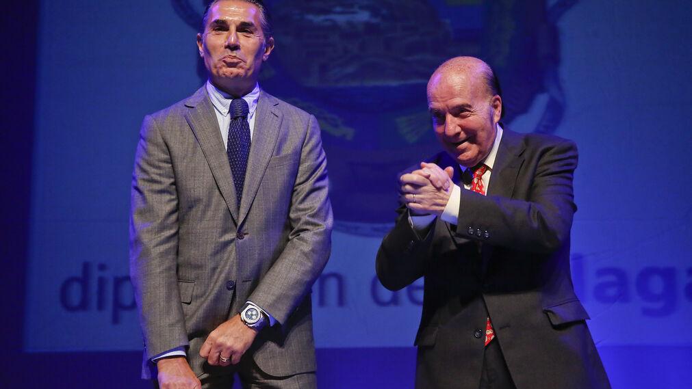 Sergio Scariolo junto al humorista Chiquito  de  la  Calzada en la entrega de premios de la Diputación de Málaga
