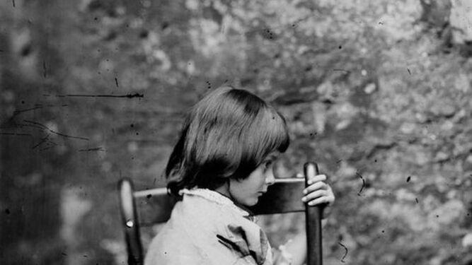 Una de las fotografías de la pequeña Alice Liddell.
