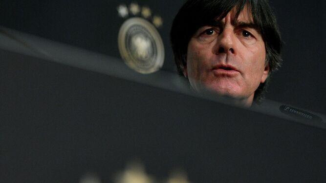El balón como gran hipnotizadorEl reflejo de una cara de circunstanciasLöw no quiere ser tapado por Francia
