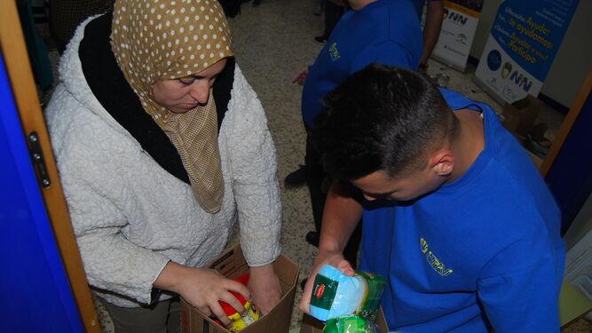 Alimentos y ropa contra la pobreza