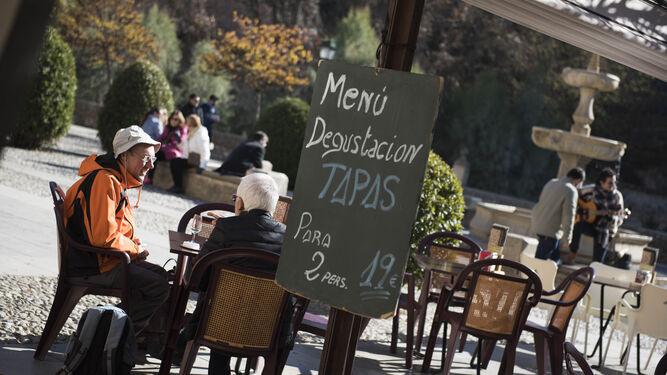 Los turistas desbordan la ciudad en el 'macropuente'
