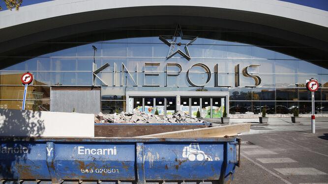Los nuevos propietarios de Kinépolis están invirtiendo dos millones de euros en la rehabilitación del centro.