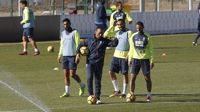 José Luis Oltra tendrá que recomponer el centro de la defensa y las posiciones en la medular