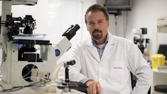 El ginecólogo Jan Tesarik, director de la clínica Mar&Gen de Granada.