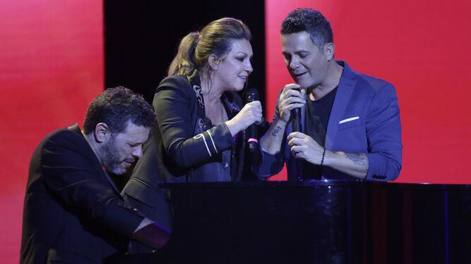 Niña Pastori y Alejandro Sanz pusieron el broche de oro a la noche con una brillante actuación.