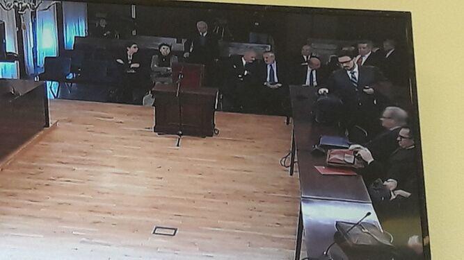 Captura de pantalla con Chaves y Griñán conversando al fondo