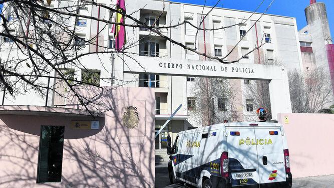 Dependencias policiales de Blas Infante de Sevilla, donde se encuentra el detenido.