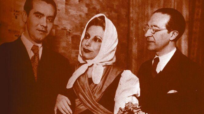 Lorca junto a la actriz Margarita Xirgú, siendo ya un dramaturgo famoso.