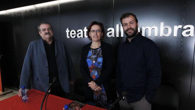 El anterior coordinador, Mariano Sánchez (izquierda), posa durante la presentación de una obra en el Teatro Alhambra.