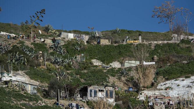 En el entorno se han modificado carriles y construido patios, pérgolas o tejados.