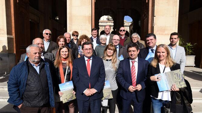 El presidente de la Diputación de Granada, José Entrena, estuvo ayer en Jaén para dar apoyo al proyecto.