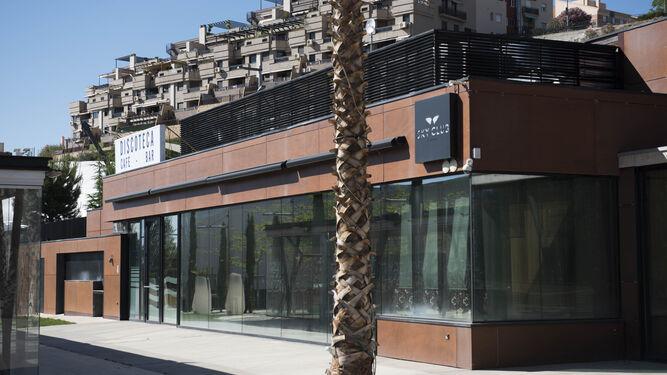 La discoteca del Serrallo permanece cerrada a la espera de una solución.