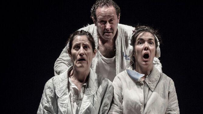 La compañía Nueve de Nueve ensaya la obra 'La extinta poética' en el Matadero.