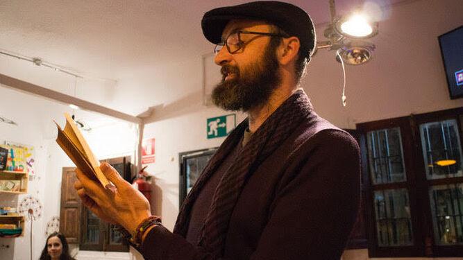 Antonio Alfaro, en un recital poético reciente.