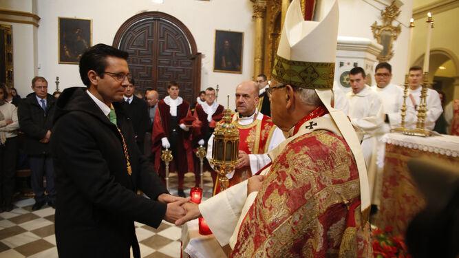 El alcalde y el arzobispo de Granada.