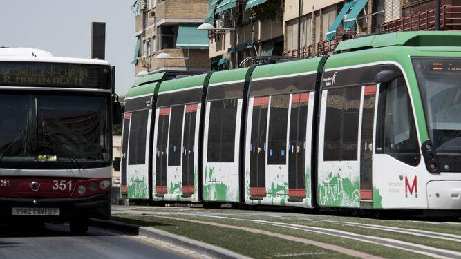 Los municipios del trazado del Metro 'se apuntan' a los transbordos gratis con el bus