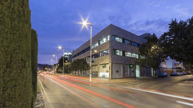 La sede principal de la empresa se encuentra en la calle  Parque de las Ciencias 1 de la capital granadina.