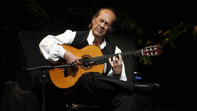 El maestro Paco de Lucía, en una de sus memorables actuaciones en La Habana.