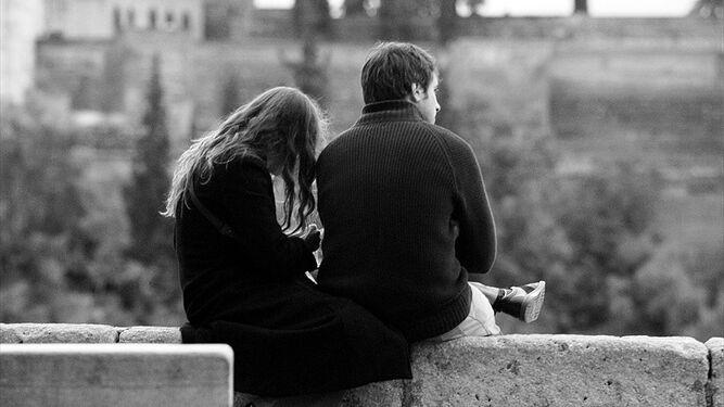 Granada atrae a miles de parejas.