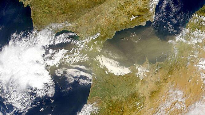 Las borrascas y las nubes de polvo sahariano son las portadoras de los virus y bacterias que llegan a Sierra Nevada.