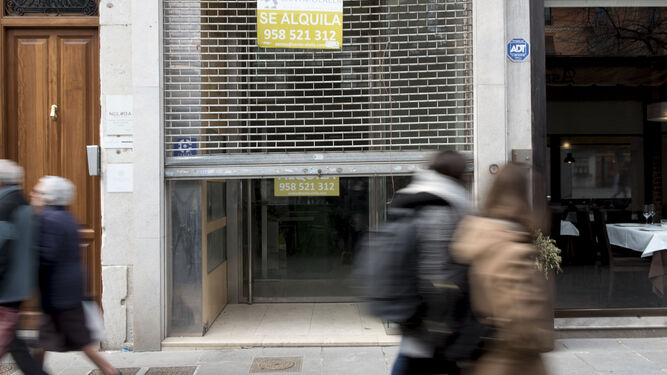 Los precios de los alquileres no contribuyen a la renovación de la planta comercial cerrada.