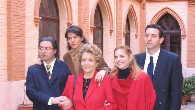 Imagen junto a sus hijos Ana, Cristina, César e Ignacio.