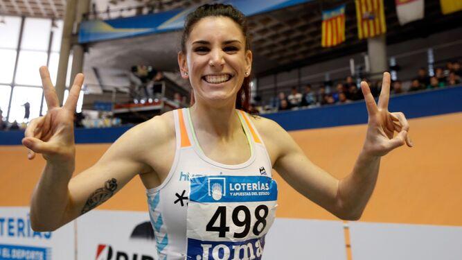 La granadina Laura Buena, exhultante de alegría tras proclamarse campeona de España de 400 metros.