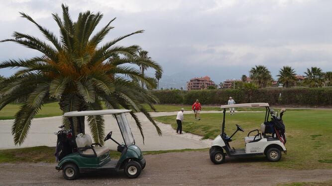 El campo de golf se fundó en los años 70 y está ubicado en unos terrenos a la orilla de Playa Granada.