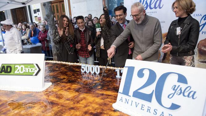 Una tarta de récord para 120 años