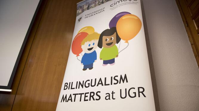 """Cartel promocional del programa """"Bilingualism Matters""""."""
