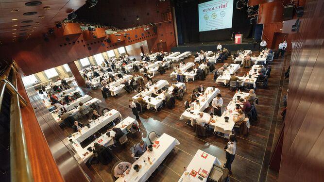 Cientos de jurados participan en la cata de Mundus Vini para otorgar los premios.