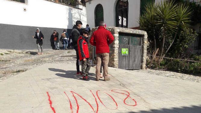 Los jóvenes se siguen colando en Puerta Monaita pese a la vigilancia por cámara