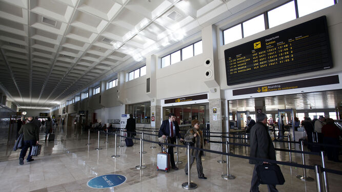 Vueling mantiene tres conexiones semanales entre el aeropuerto de Granada y el de Bilbao.
