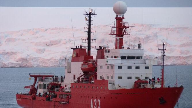 Buque de la expedición impulsada por investigadores de la UGR y del Instituto Andaluz de Geofísica.