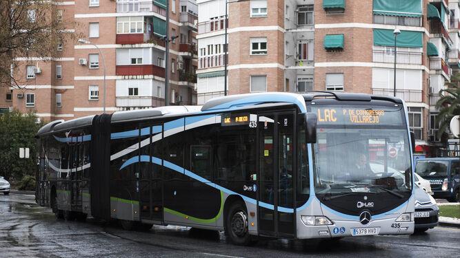 Los actuales autobuses LAC serán pintados de color rojo y se incluirán en la línea 4 que va desde La Chana hasta el PTS.