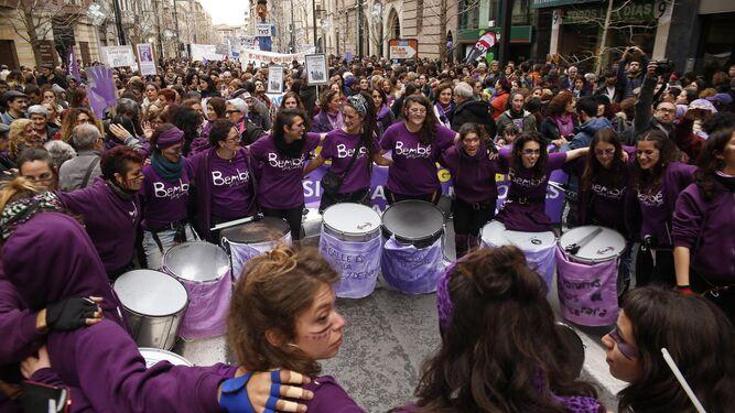Las mujeres granadinas 'acorralan' al machismo