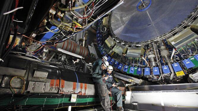 Los jóvenes analizaron sucesos reales registrados en el detector ATLAS del Colisionador de Bruselas.