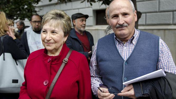 Carmen Pons y José Miguel García, representantes de la plataforma.