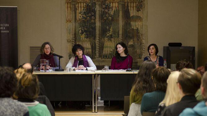 La mesa redonda se celebró ayer en La Madraza.