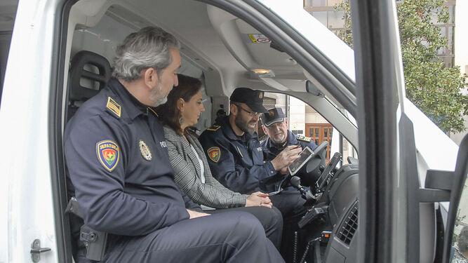 José Antonio Moreno y Raquel Ruz ayer durante la presentación del nuevo sistema.