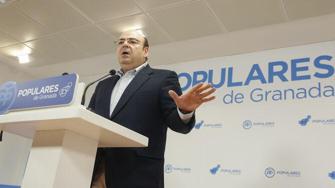 Sebastián Pérez, en la sede del PP en el anuncio de su candidatura para la Alcaldía de Granada.