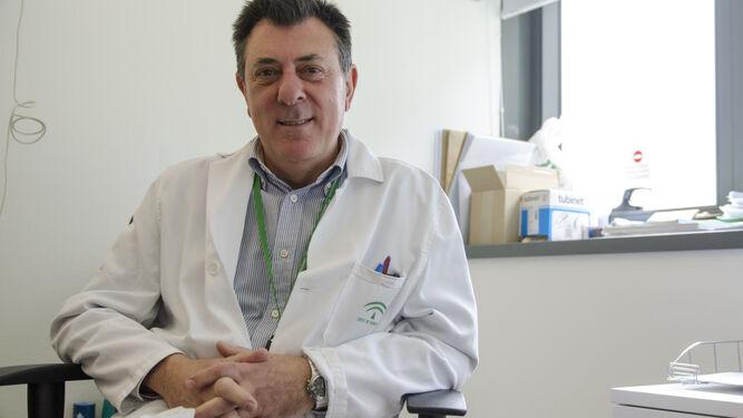 El doctor Florido, en su consulta en el Hospital Campus, en el PTS.
