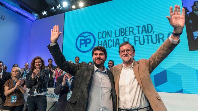 Rajoy, ayer en Murcia con Fernando López Miras, presidente de la comunidad autónoma.